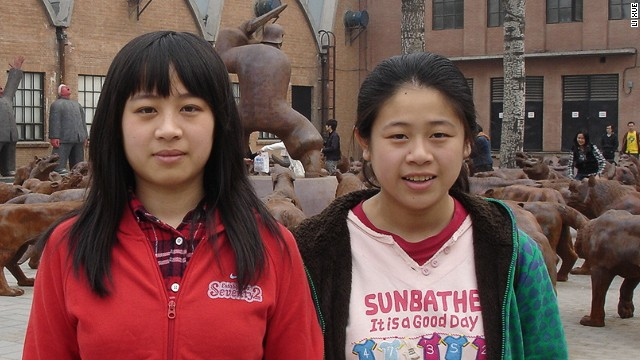 Li Xue, right, and her sister Li Bin.