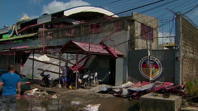 philippines typhoon prison problems stevens pkg_00004505.jpg