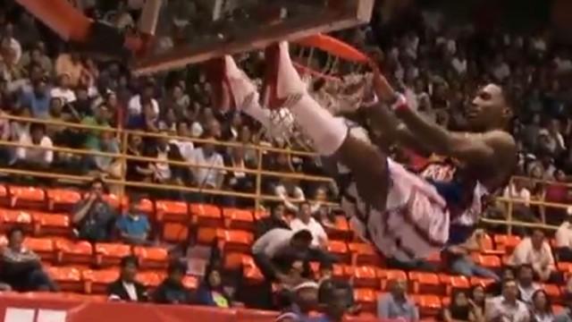 Harlem globetrotter dunk crash vo newday _00003805.jpg