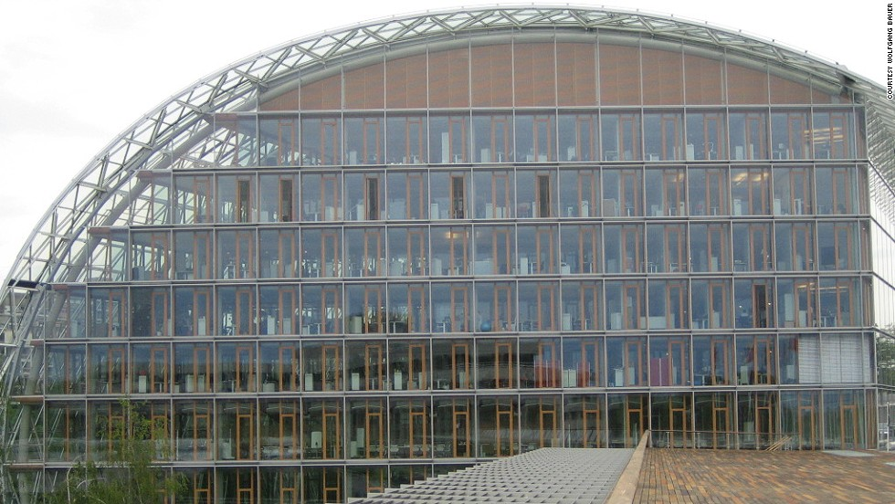 Architect: Ingenhoven Architects.<br />Located in Luxembourg, the building is the headquarters of the European Investment Bank.<br />The V-shaped offices, which are linked with one another by atriums and winter gardens, are fully spanned with glass.