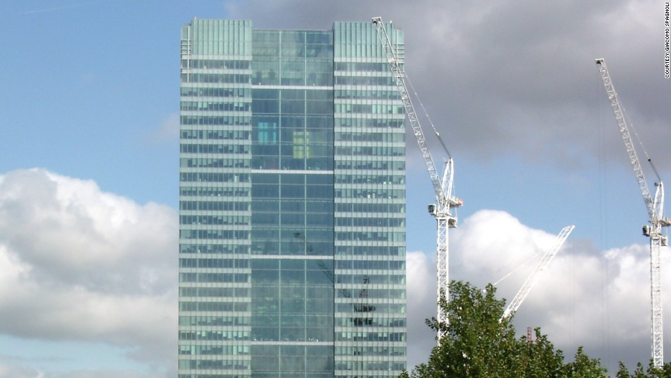 Architect: HOK International Ltd.<br />One Churchill Place in London is headquarters to Barclays Bank, the third-largest bank in the UK.<br />The 156-meter-tall building was the sixth-tallest in London at the time of completion, and is currently the 12th tallest.