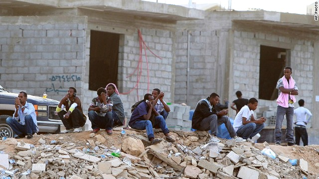 Ethiopians gather as they wait to be repatriated in Manfouha, southern Riyadh, Saudi Arabia on November 13, 2013.