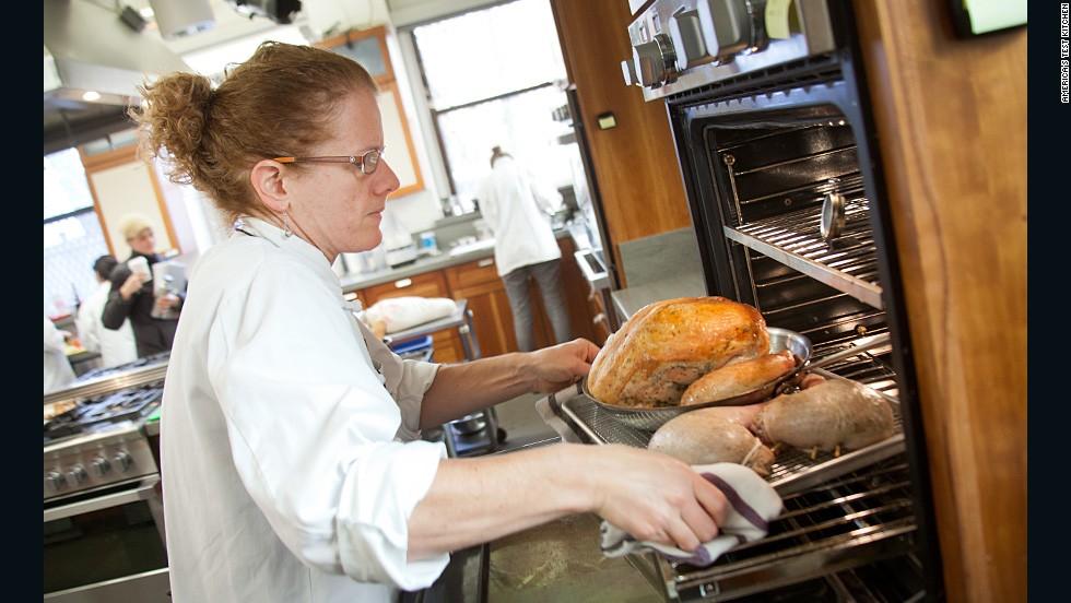 How To Cook A Thanksgiving Turkey Cnn Com