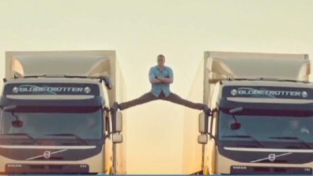 Van Damme split Newday _00000813.jpg