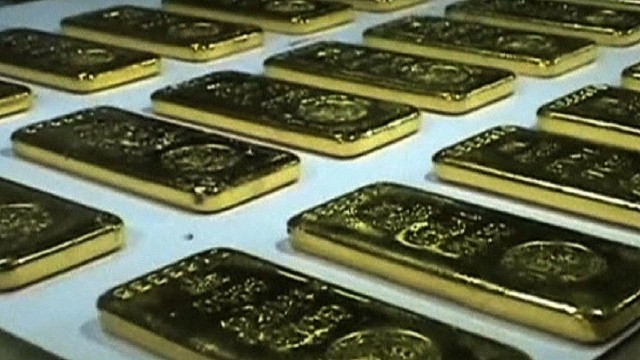 2013: Gold bars found in airplane bathroom