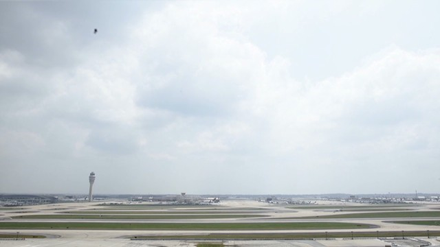 natpkg.orig.ATL24.high.traffic.airport.runway.timelapse_00003309.jpg