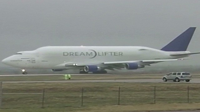 Big Dreamlifter leaves from small runway