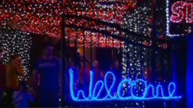 Family wins Christmas with 500K lights
