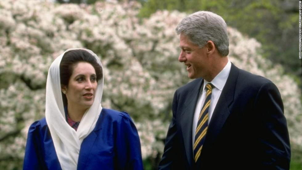 Bhutto meets with President Clinton in the White House Rose Garden in 1995.
