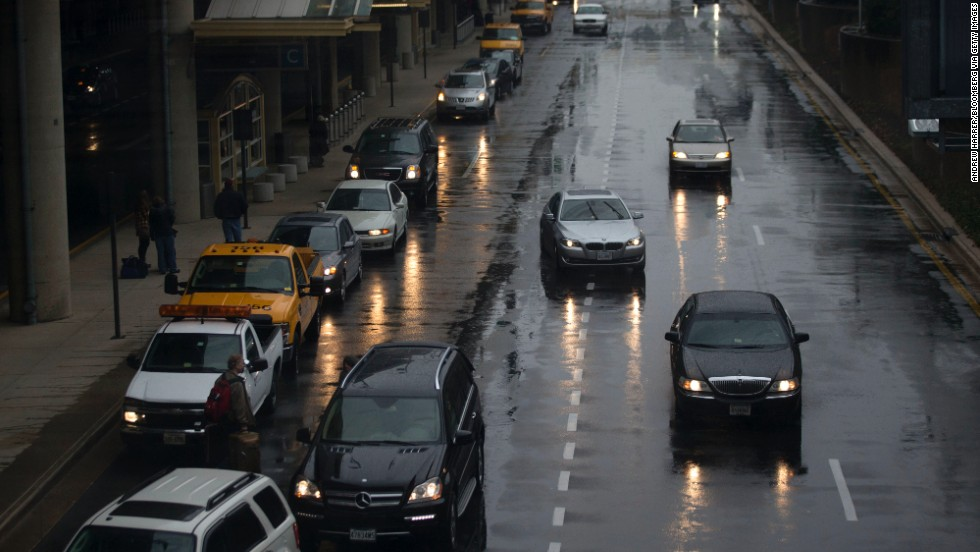 Vehicles pick up passengers in heavy rain at Reagan National Airport on November 26.