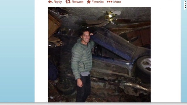 Romney son tweets heroics after wreck