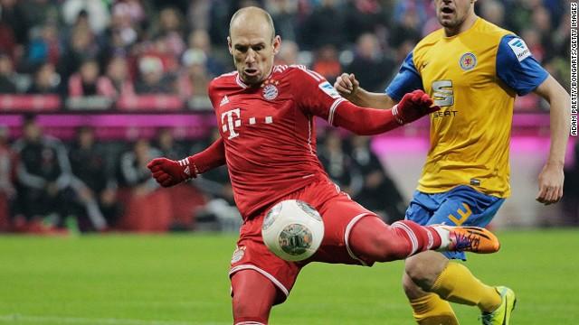 Arjen Robben was on target twice for German champions Bayern Munich against Braunschweig on Saturday.