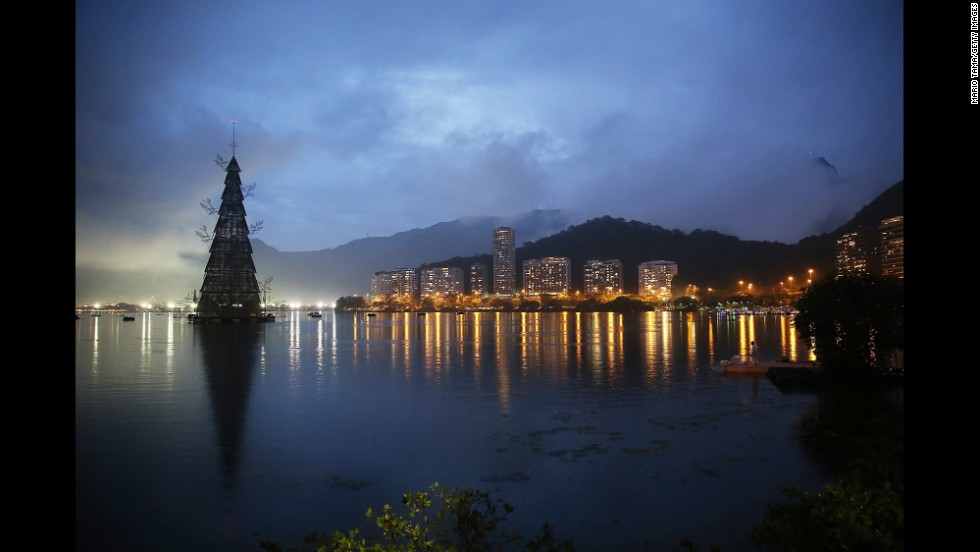 Rio lights world's largest floating Christmas tree
