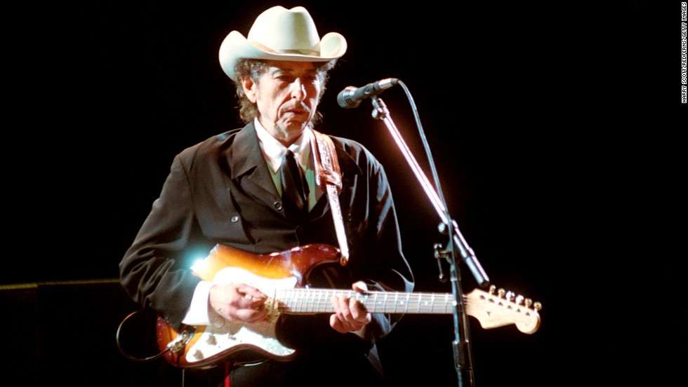 Dylan performs in Brighton, England, in 2002.