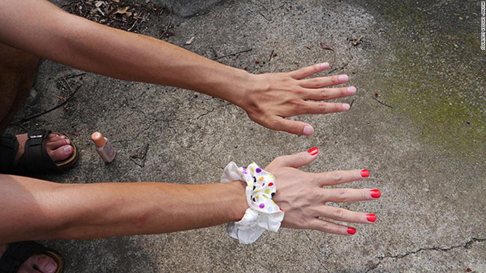 Apply a paler foundation on your right hand and bright nail polish on your nails, says Keisuke. Girly accessories like a puffy hairband on the wrist enhance the illusion.