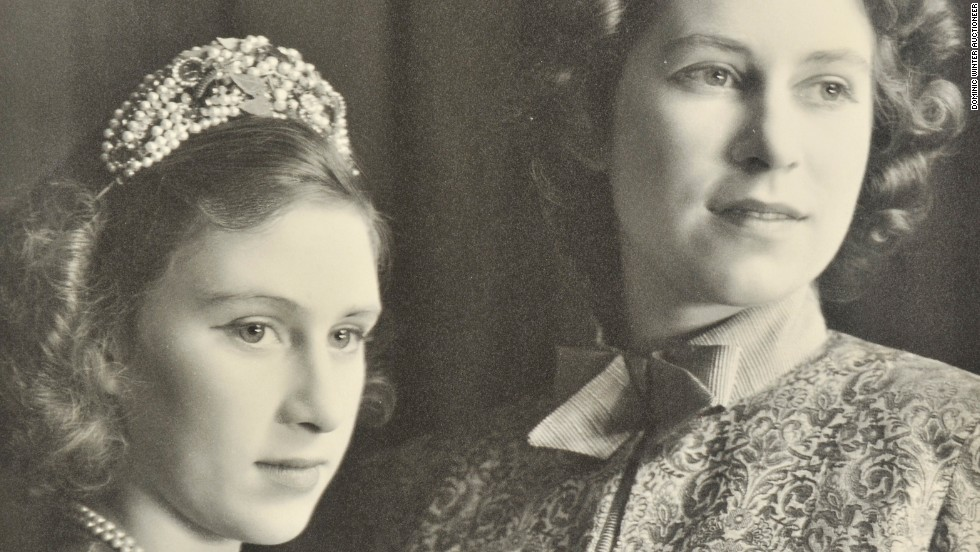 Princess Elizabeth (R), aged 17, starred in Aladdin with Princess Margaret (L) in 1943.