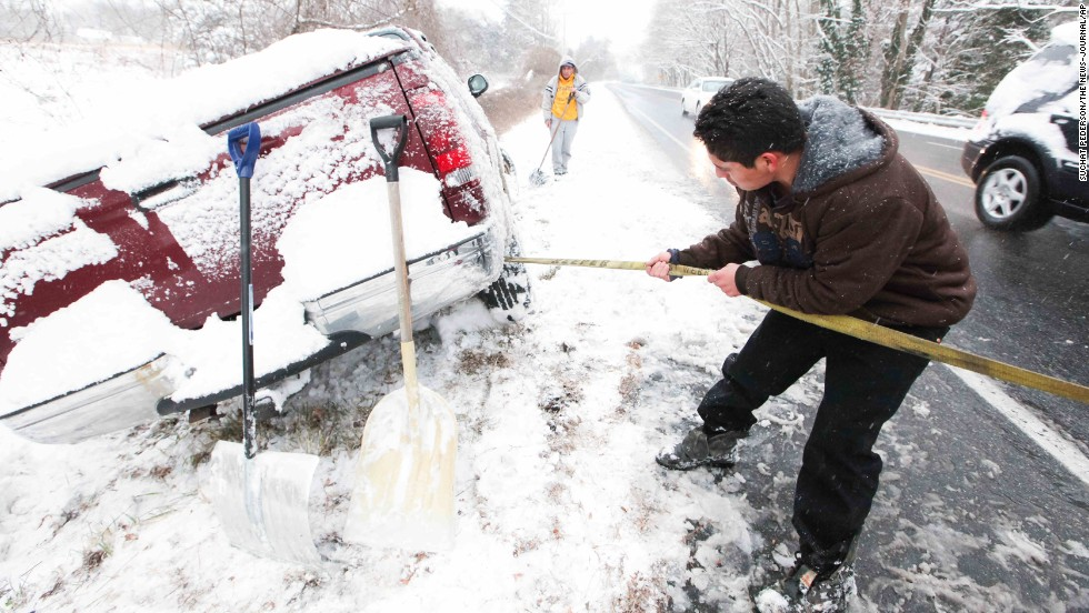 Juan Carlos tries to free his vehicle from the snow on December 8 in Wilmington, Delaware.