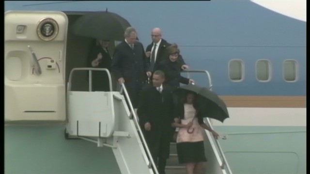 Obamas, Bushes arrive in South Africa