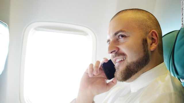 Feds duel over cell phones on planes