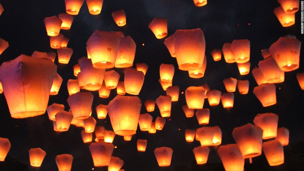 Chiang Mai officially celebrated Loi Krathong (the Festival of Lights) in November, but the dazzling extravaganza is repeated in part on New Year's Eve. Revelers gather on Thapae Road for food stalls, musicians, dancers and paper lanterns released into the sky.