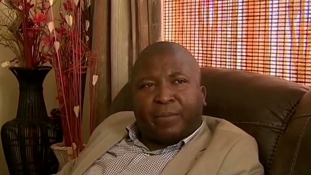 'Fake Interpreter' may have criminal past