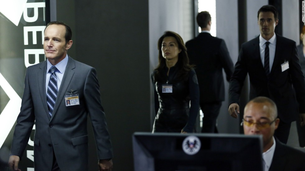 "<strong>Loser: Marvel's ""Agents of S.H.I.E.L.D."" </strong>-<strong> </strong>Commercially, ABC's ""Agents of S.H.I.E.L.D."" started out well. But it hasn't broken out despite the fanboy buzz, and critics are hoping for improvement. It better hope there aren't more Victoria's Secret fashion shows in the future."