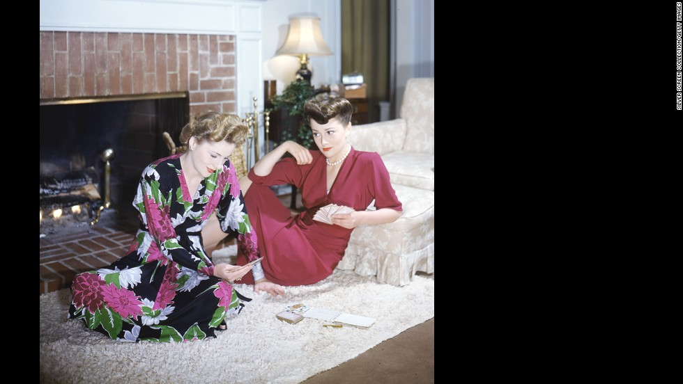 Fontaine, left, plays cards with her sister, Olivia de Havilland, circa 1945. The two actresses, the only sisters to have won the Oscar for Best Actress, feuded for much of their lives and had to be seated on opposite ends of the stage during one Oscar winners' reunion in 1979.