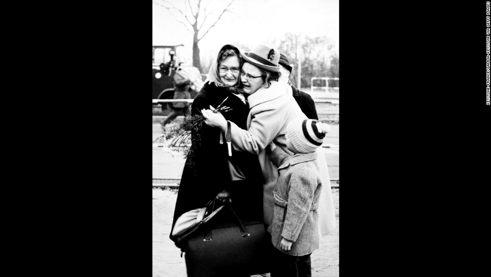 The opening brought joyous reunions for separated families. More than 500,000 people were said to have entered East Berlin by midnight December 31.
