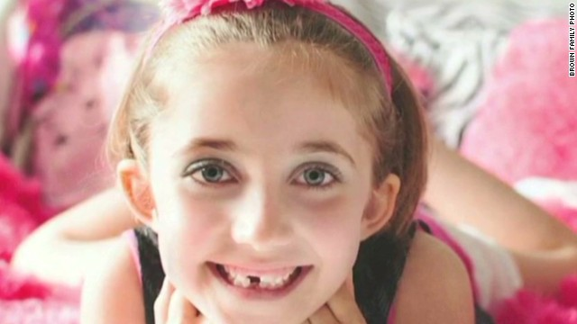 Girl who inspired 10,000 carolers dies