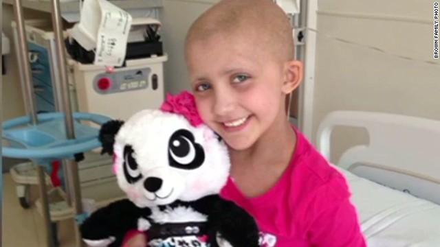 Girl who inspired 10,000 carolers dies