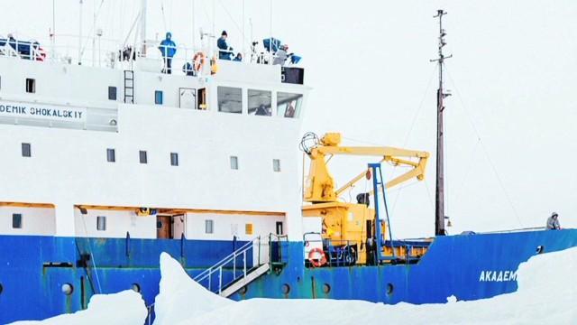 pkg tomkins antarctica ship stuck_00015915.jpg