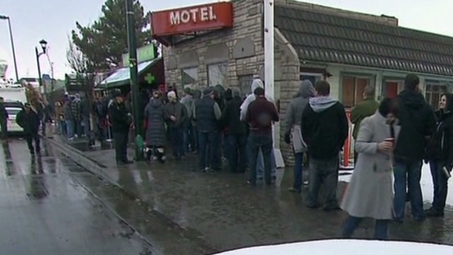 Crowds line up to buy pot