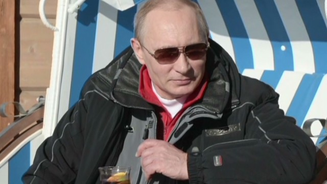 Putin hits the slopes in Sochi