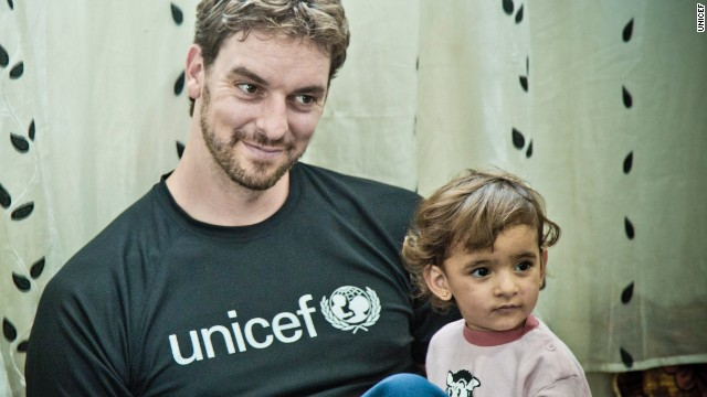Pau Gasol visits with Syrian refugees in Iraq