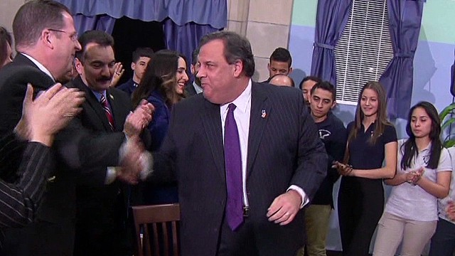 Christie signs New Jersey Dream Act