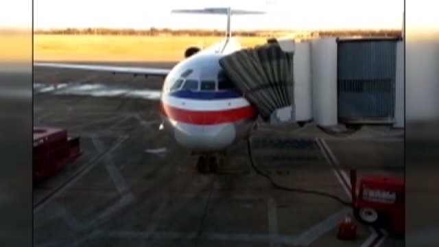 Pipe bursts on plane, soaks passengers