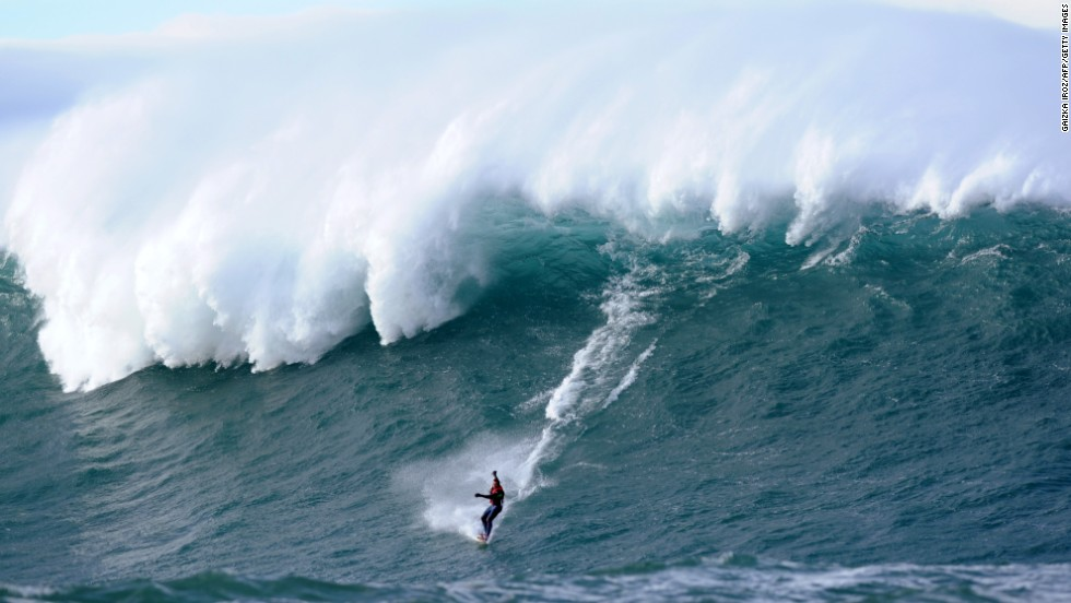 Climatic conditions in autumn and winter see a strong swell hit the Belharra Perdun underwater spur which causes a 10 to 15 meter wave to form. This wave is usually only surfed by experts who are towed out for their rides on jet-skis.