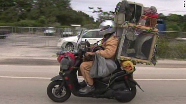 pkg man rides scooter 6 pets_00003029.jpg