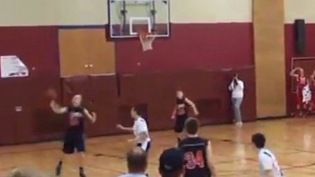 Teen hits full court shot twice Newday _00001602.jpg