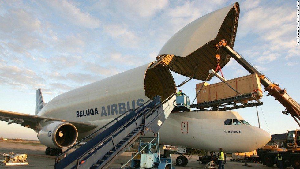 Belugas can be chartered by third parties. In 2006, a container holding a five-meter-high granite statue of a Ptolemaic Pharaoh was flown from Berlin to Paris.