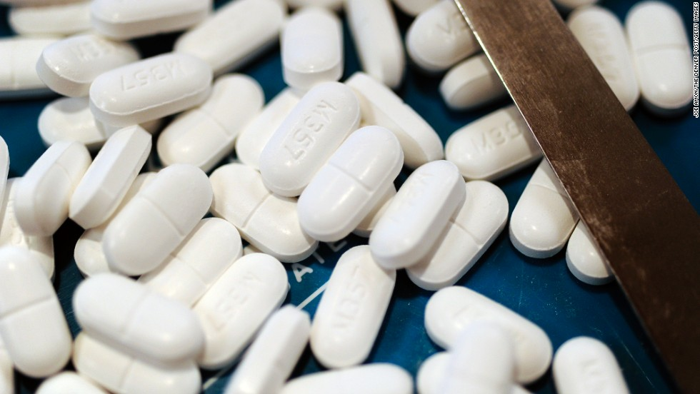 "<strong>January 15, 2014:</strong> The<a href=""http://www.cnn.com/2014/01/15/health/fda-acetaminophen-dosage/""> FDA asks</a> health care workers to stop prescribing combination drugs with acetaminophen doses over 325 milligrams. Overdoses can lead to liver failure or death."