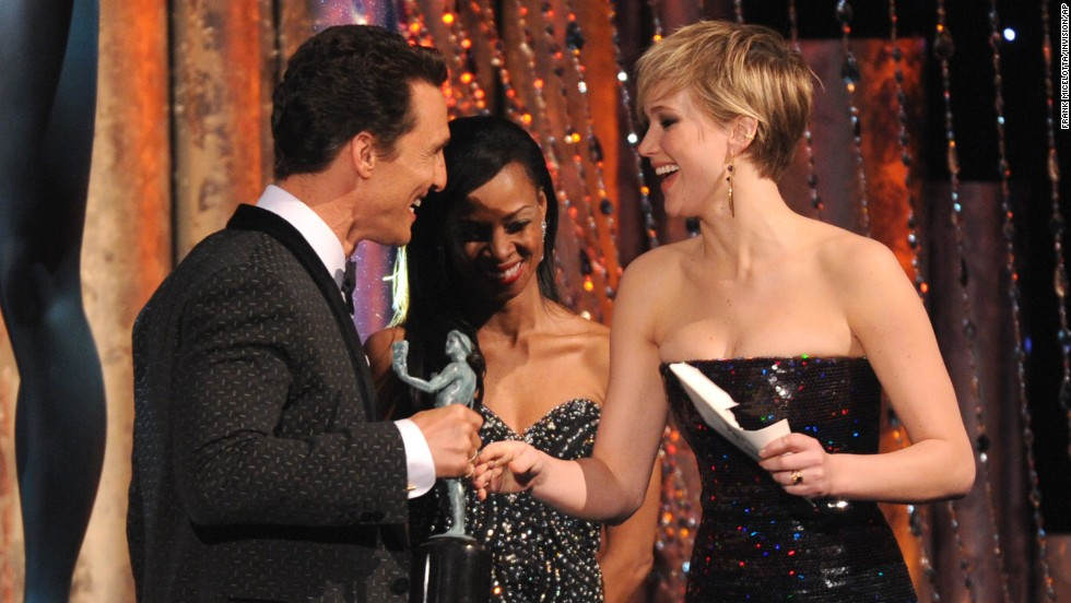 Jennifer Lawrence presents McConaughey with his award.