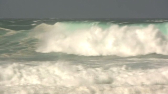 Hawaiian islands see giant surf swells