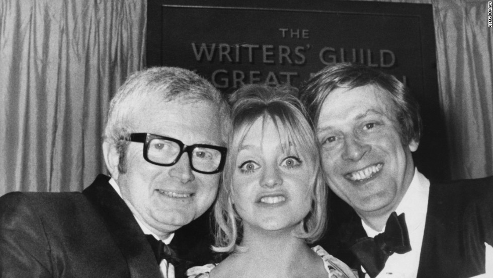 English television writer, producer and director David Croft with his writing partner Jimmy Perry and Goldie Hawn at a Writers' Guild of Great Britain awards ceremony, 1st April 1970.