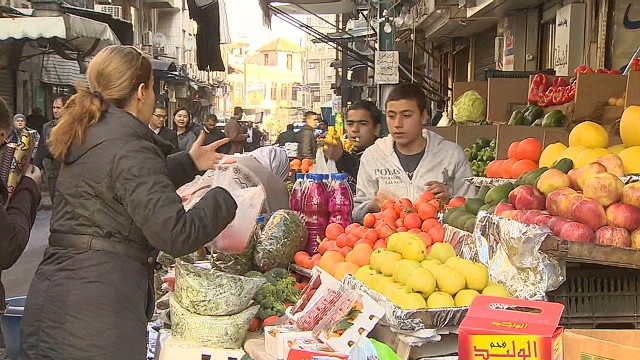 Syrians in Damascus carry on amidst chaos
