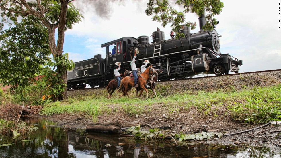 Cattle ranching remains important in the Ecuadorian Andes. From the train, passengers can see traditional chagras (cowboys) at work.