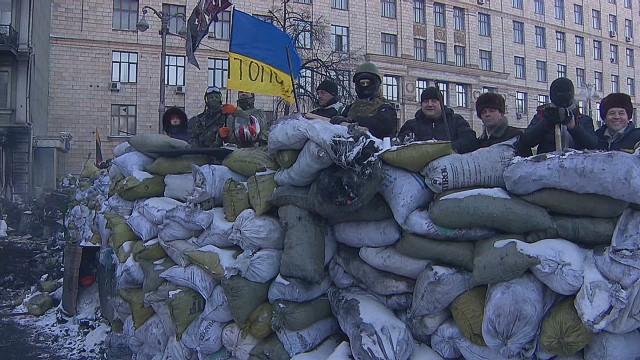 ukraine protesters hunker down magnay pkg_00010207.jpg