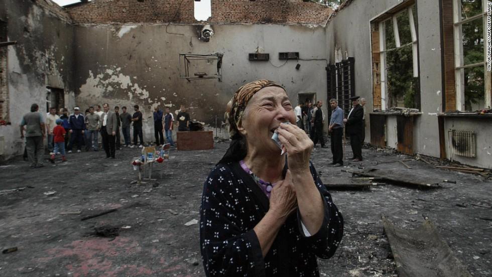 140131161913-beslan-siege-6-horizontal-large-gallery Россия, как цель террористической атаки Антитеррор Люди, факты, мнения