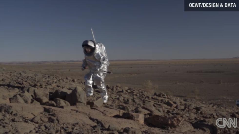 El traje fue probado en el desierto de Marruecos.
