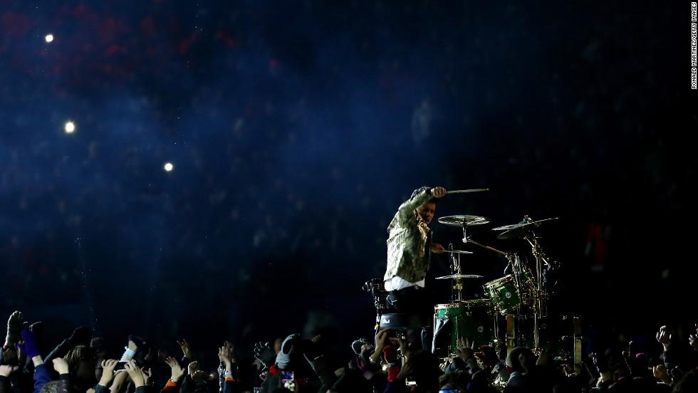 Los aficionados gozaron del solo de batería de Eric Hernandez, hermano mayor de Bruno Mars.